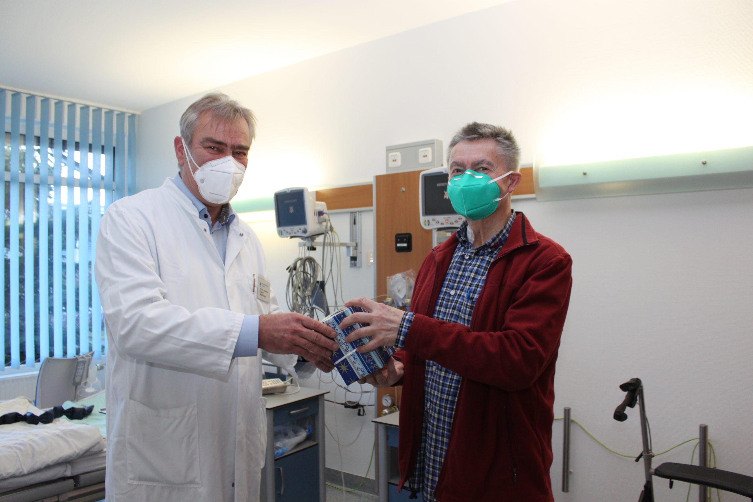 Team des Sana-Herzzentrum Cottbus überrascht Patienten mit Aufmerksamkeiten
