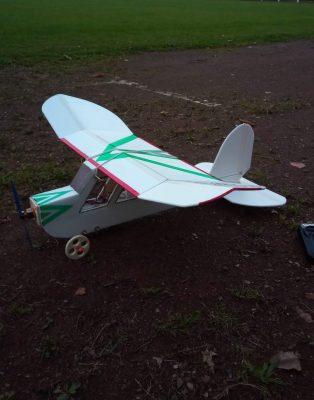 "Eigenbau statt Simulation: Das Bastler-Hobby ""Eigenbau""-Modellflugzeuge"