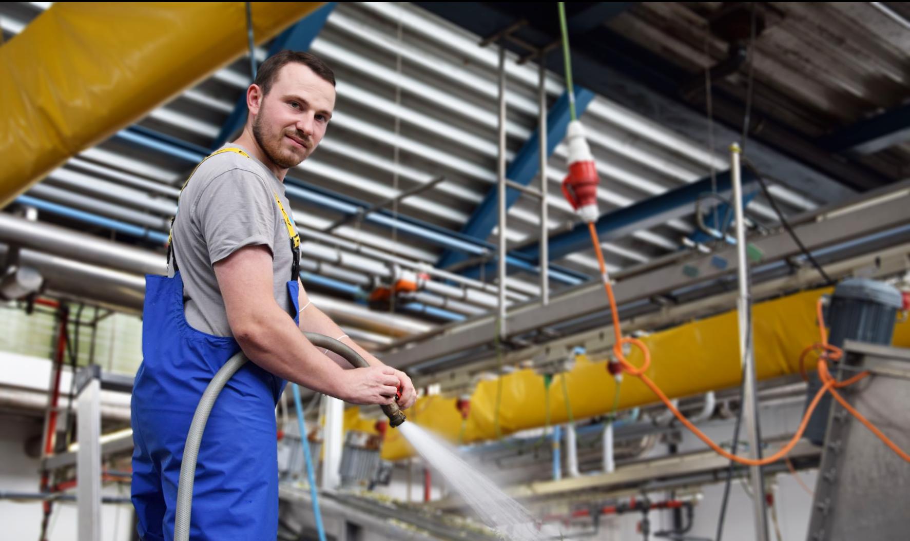 Ulli Schneider schätzt die Abwechslung an seiner Arbeit als Gebäudereiniger